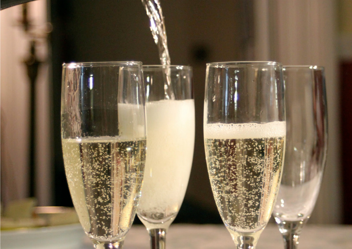 """Save your teeth"": the Guardian suggests to give up Prosecco"