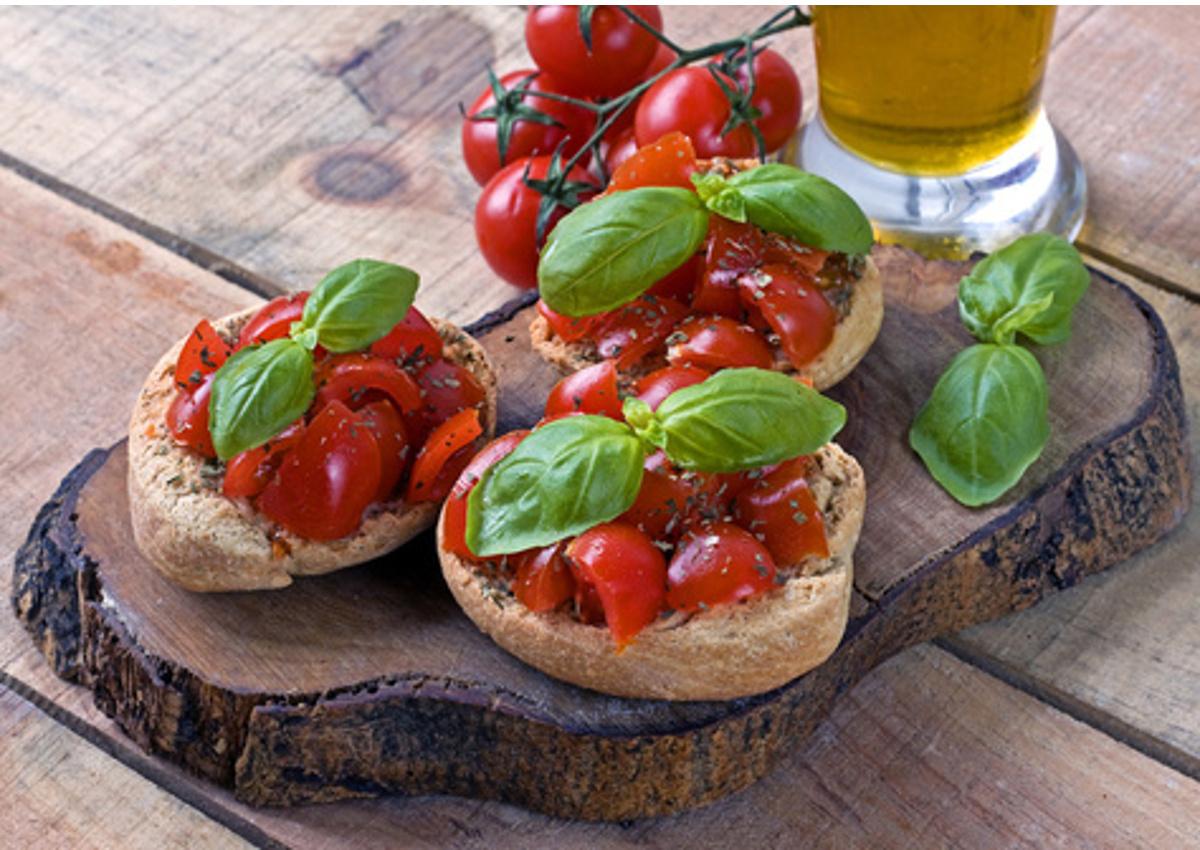 Apulia-bruschetta-tomato-olive oil